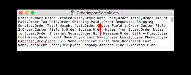 Fichier CSV dans un éditeur de texte avec une flèche pointant vers un espace supplémentaire avant une virgule.